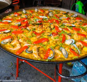 Seafood Paella cooking in JJ Market